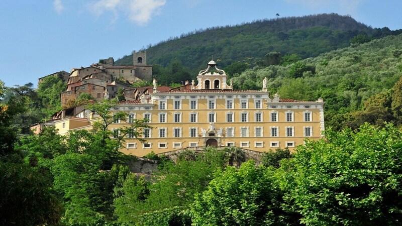 Collodi è un borgo della provincia di Pistoia che si trova al confine con quella di Lucca. La sua peculiarità è la villa Garzoni che si erge nel mezzo dei verdi colli e che ti meraviglierà col suo enorme giardino.