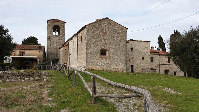 Monsummano Alto è uno dei borghi medievali più piccoli della provincia di Pistoia. Al suo interno rimangono ruderi delle vecchie fortificazioni e come nella foto una bellissima chiesa in mattoni.