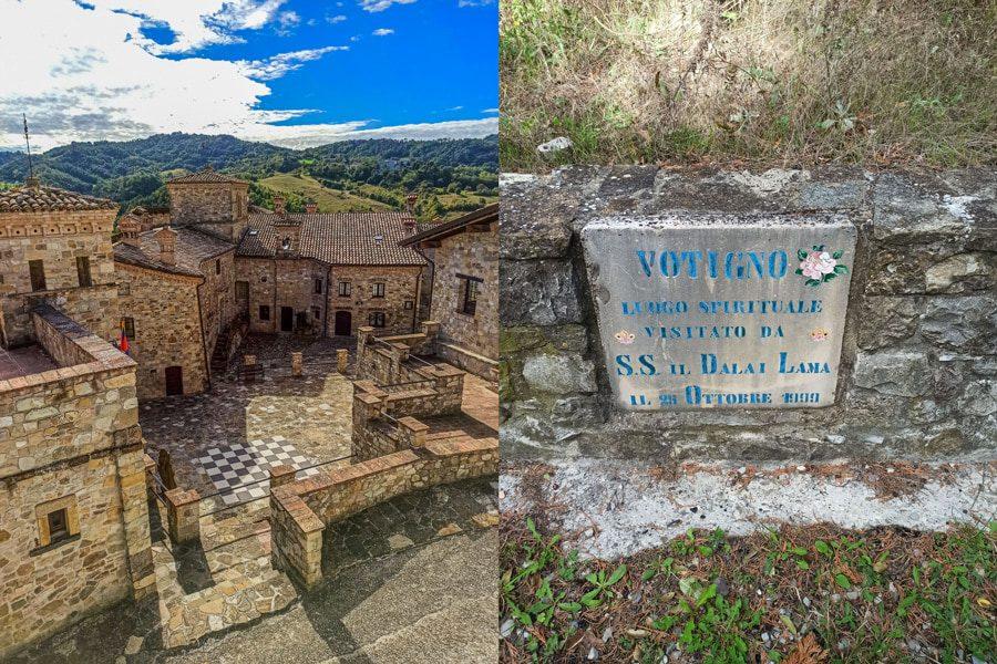 Sulla sinitra la vista dall'alto del borgo di Votigno di Canossa con al centro la scacchiera. Sullo sfondo si vedono delle verdi colline. A destra una targa in pietra che ricorda la visita del Dalai Lama.
